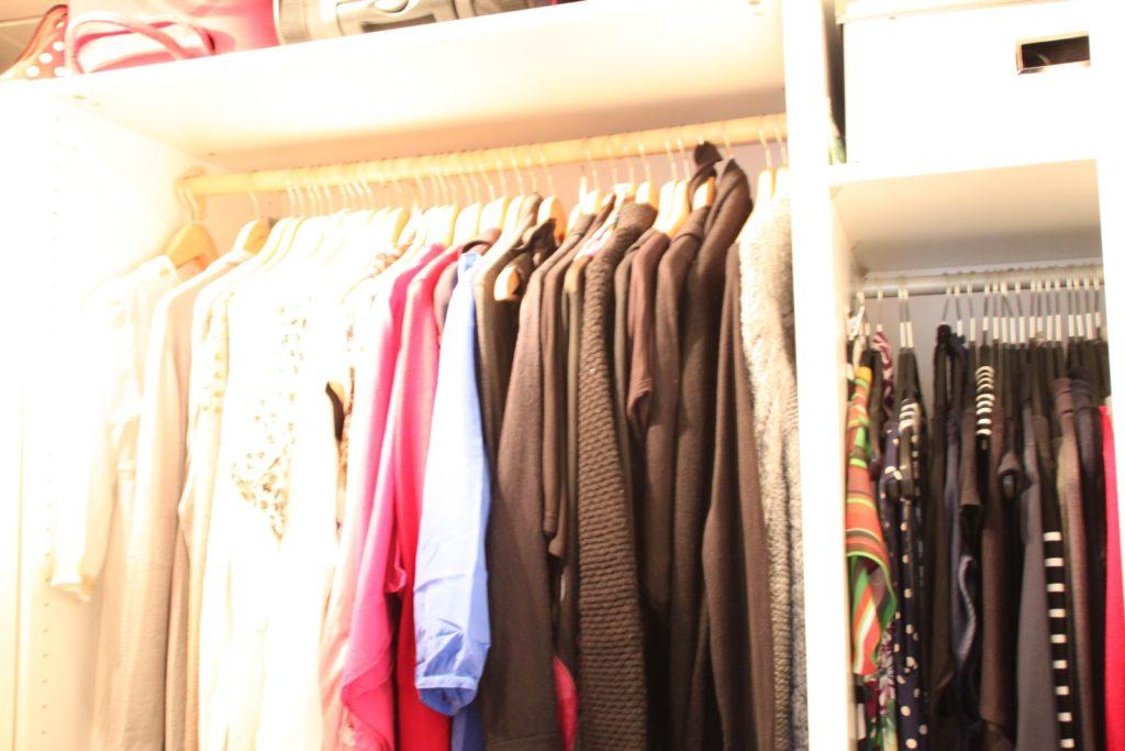 Der perfekte Kleiderschrank – Häng es auf Kleiderbügel!71333