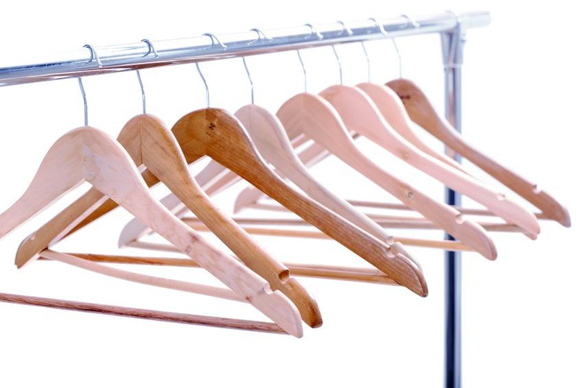 T-Shirts auf Kleiderbuegeln