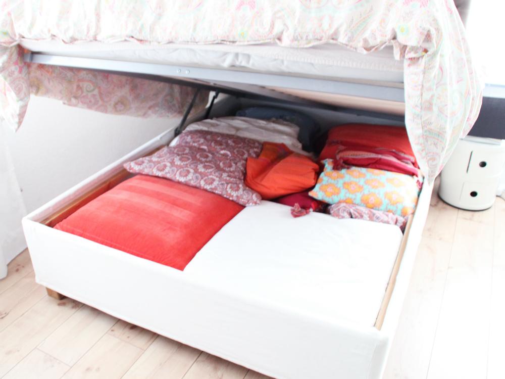 Stauraum unter dem Bett