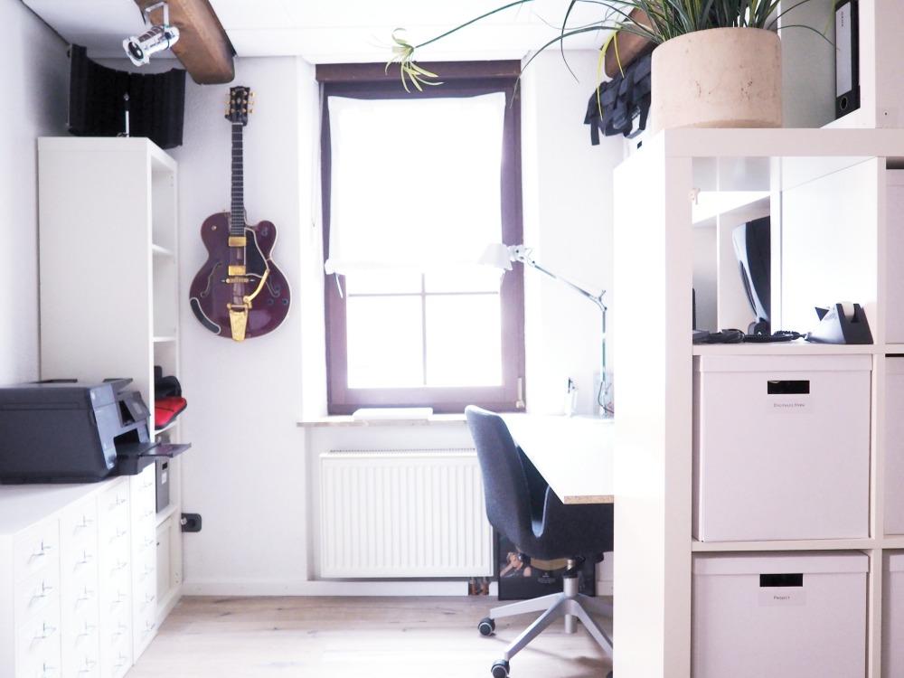 Büro aufräumen - Expeditregal im Büro