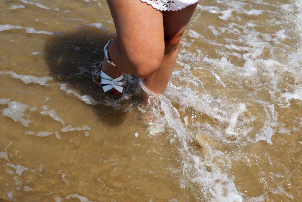 Salt Water Sandals am Strand