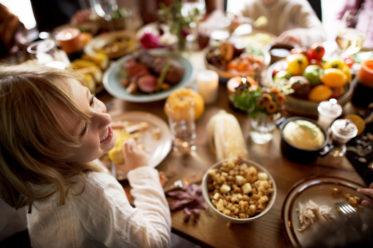 Little Girl Eating Corn © Rawpixel.com