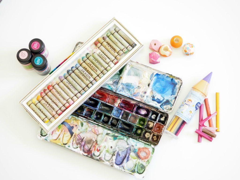 Bastelsachen aufräumen: DIY-Materialien mit System verstauen40604