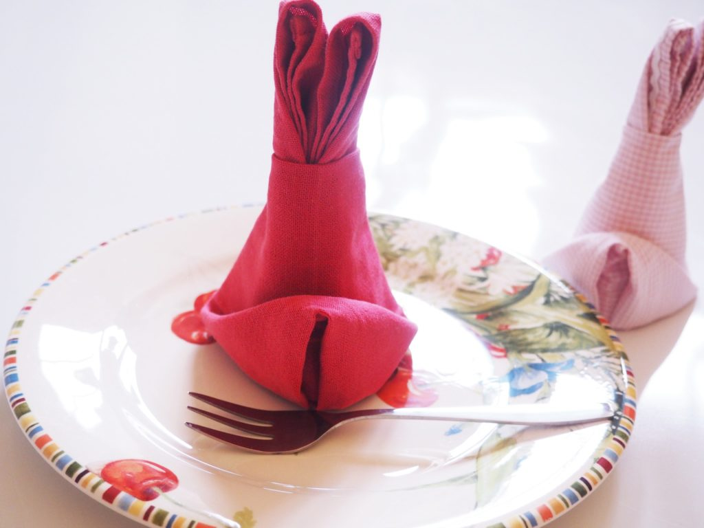 Servietten als Osterhasen falten und ein paar Tipps zur korrekten Verwendung von Servietten90069