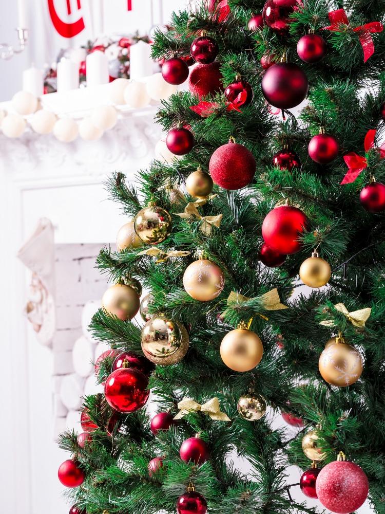 Weihnachtsbaum Dekorieren.Den Perfekten Weihnachtsbaum Schmücken Welche Professionellen