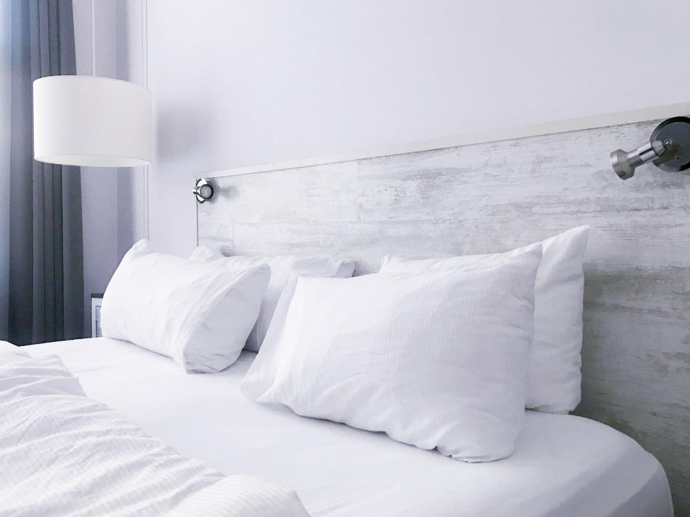 Schlafzimmer aufraeumen