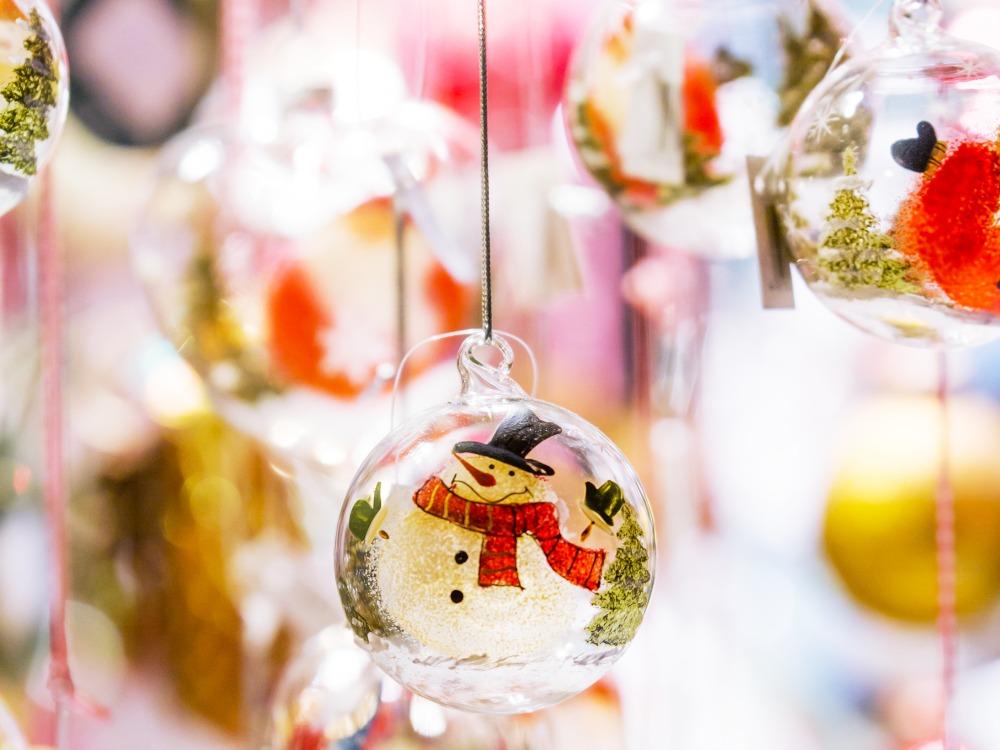 Weihnachten nachhaltiger mit Glaskugeln